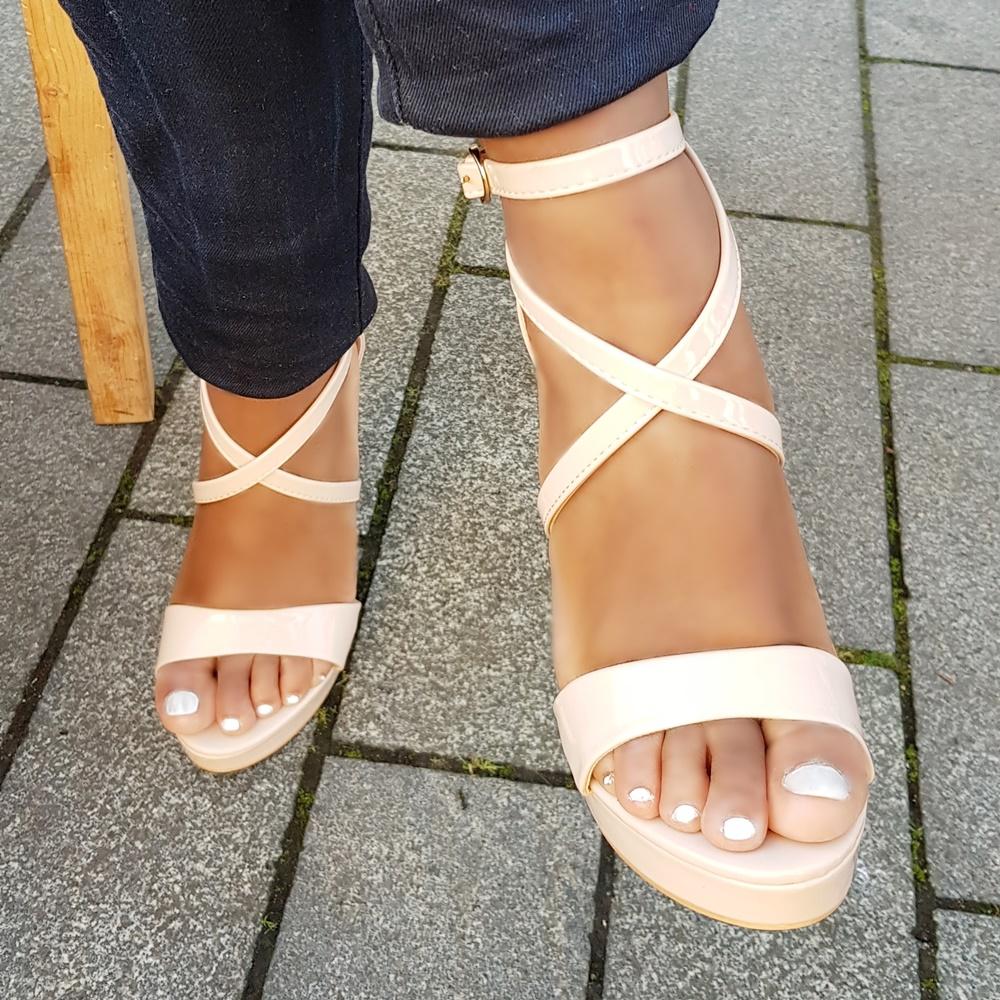 Hoge hakken in nude met bandjes en plateauzool | Nude sandalen met hoge hak en bandjes