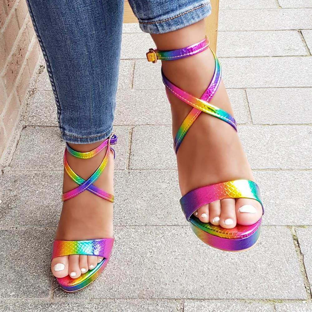 Hoge hakken in regenboog kleuren met bandjes en plateauzool | Multicolour sandalen met hoge hak en bandjes