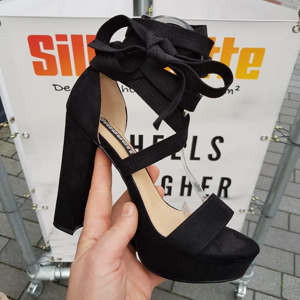 Uitgelezene Zwarte sandaal met wikkelbanden en dikke hak | Sandalen met wikkelband EW-13