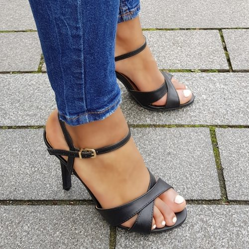 Zwarte sandalen met naaldhak en kruisbanden over de voet | Zwarte sandalen met hak 10 cm