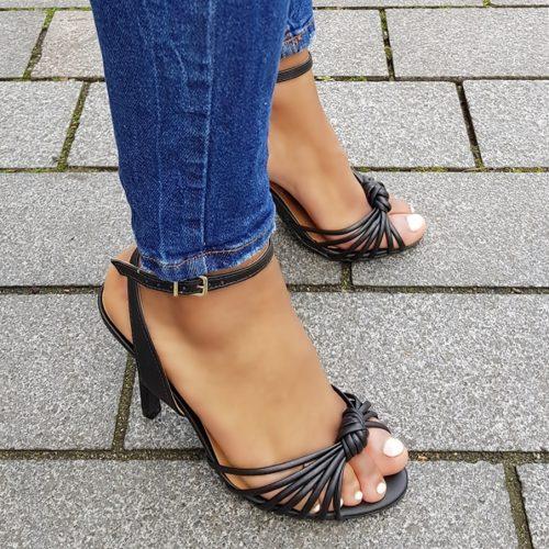 Zwarte sandalen met naaldhak en smalle bandjes over de voet | Zwarte sandalen met hak 10cm