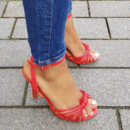 Rode sandalen met naaldhak en smalle bandjes over de voet | Rode sandalen met hak 10cm