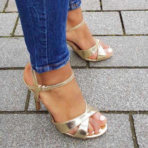 Gouden sandalen met naaldhak en kruisbanden over de voet | Gouden sandalen met hoge hak en bandjes