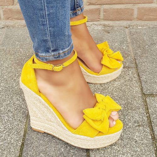 Gele sleehakken met strik voor | Gele open sleehakken met touwzool | Sleehakken in geel met open neus
