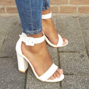 Witte sandalen met hak en croco print | Sandalen met hak en krokoprint in wit