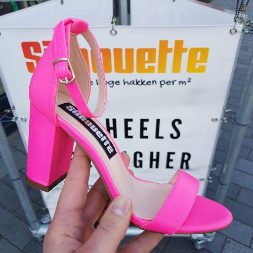 Neon roze sandalen met blokhak en smal enkelbandje | Roze neon blokhak sandalen