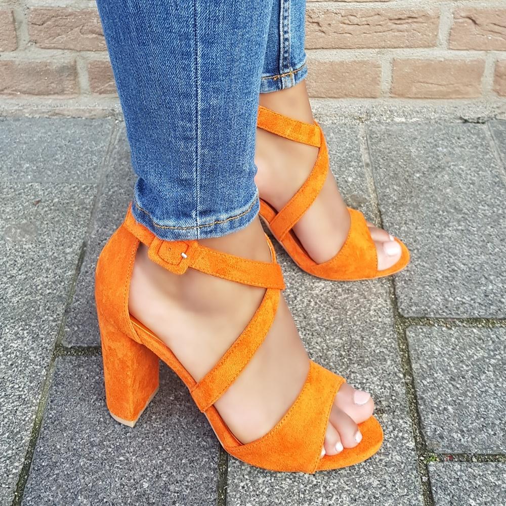 Oranje imi suède sandalen met hak en kruisbanden over de voet | Dames sandalen met hak in oranje