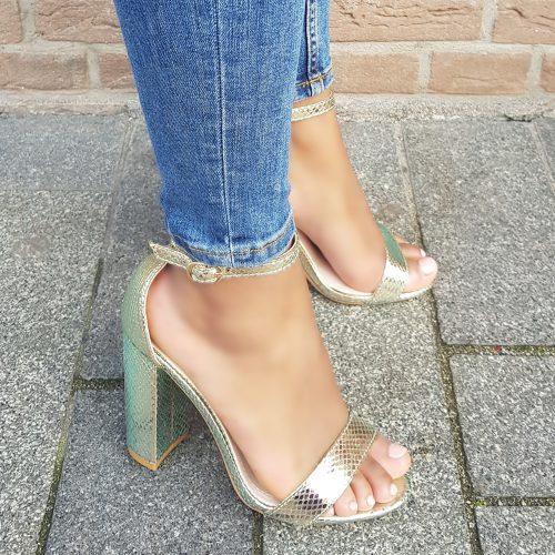 Sandalen met blokhak in goud metallic met reptiel print | Blokhak sandalen goud metallic