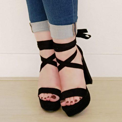 Sandalen met wikkelband en blokhak in het zwart | Zwarte sandaal met wikkelbanden, plateau en dikke hak