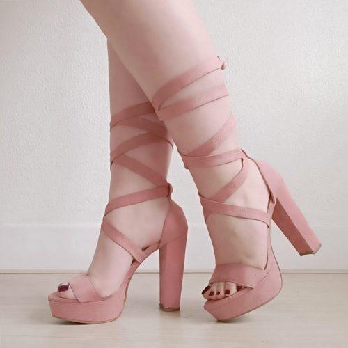 Sandalen met wikkelband en blokhak in oud roze | Oud roze sandaal met wikkelbanden, plateau en dikke hak