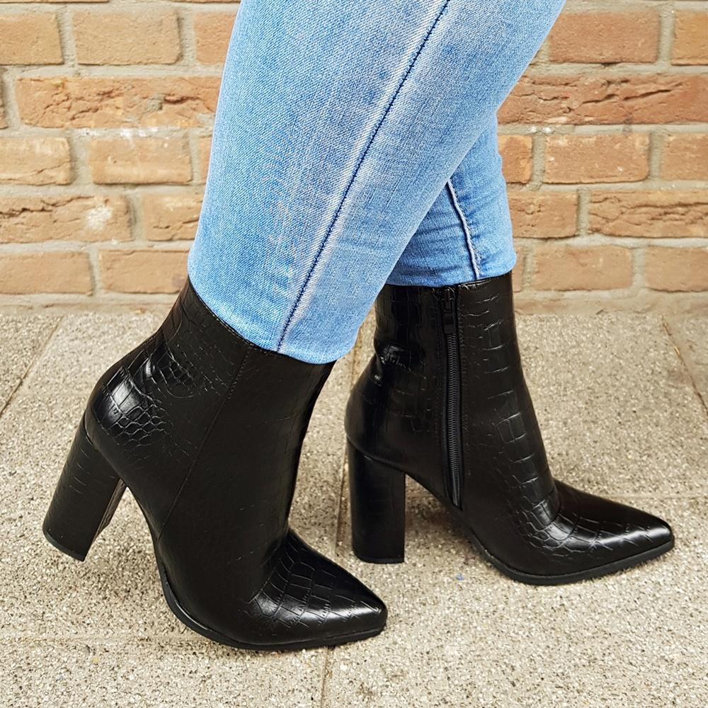 Sportieve cowboy boots met hak