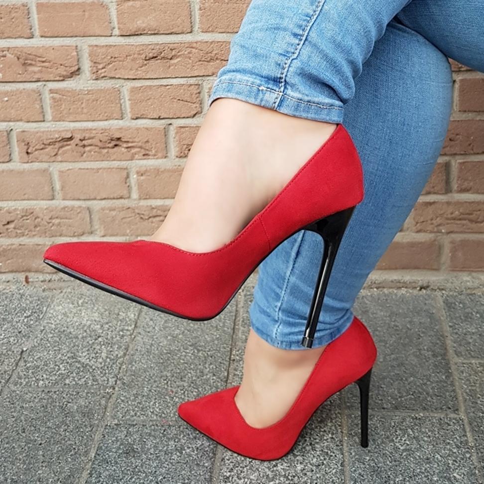 V cut pumps in rood met hoge stilettohak | Hoge rode pumps met v-uitsnijding