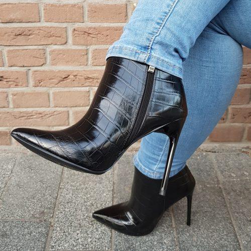 Zwarte laarsjes met hoge hak croco print | Zwarte enkellaarsjes met kroko print en naaldhak