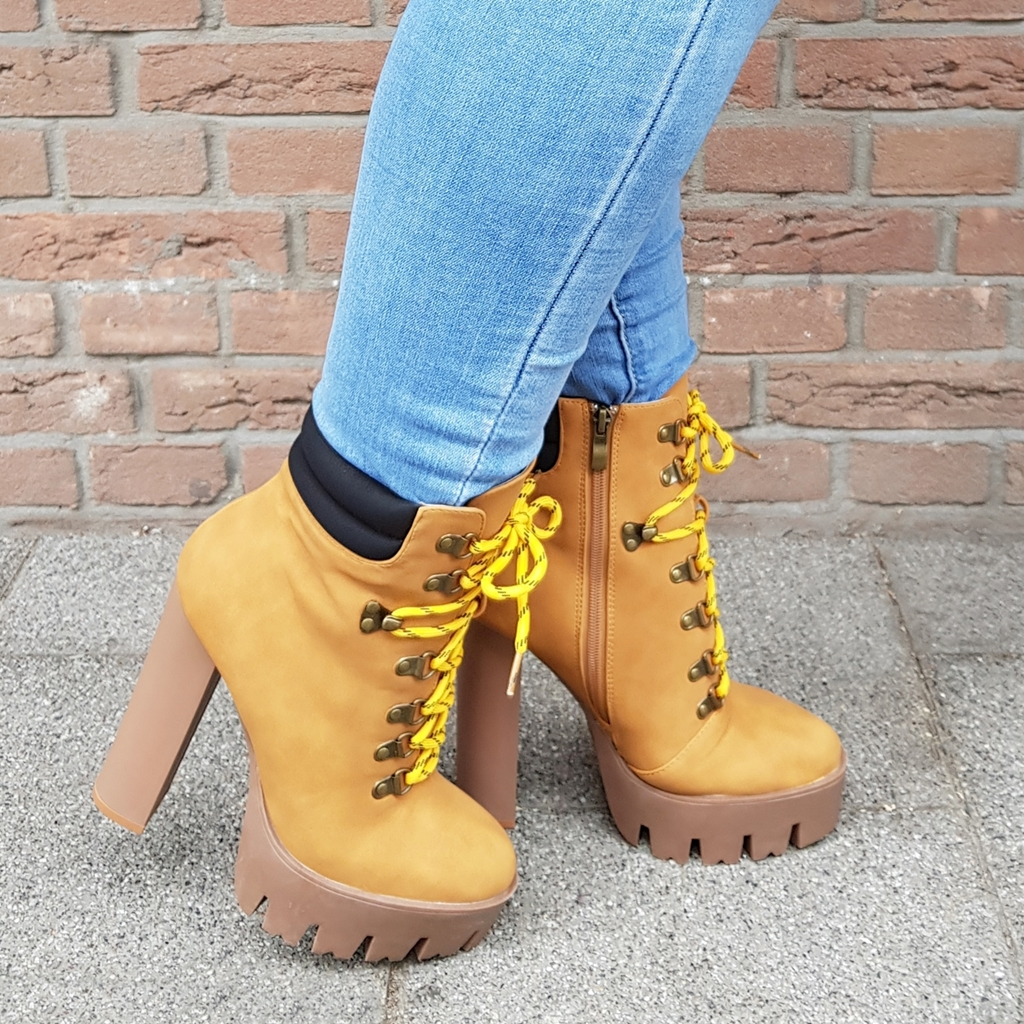 Lookalike Timberland boots met hak en profielzool | Stoere boots met profielzool en veters voor