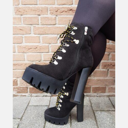Lookalike zwarte Timberland boots met hak en profielzool | Stoere boots met profielzool en veters voor