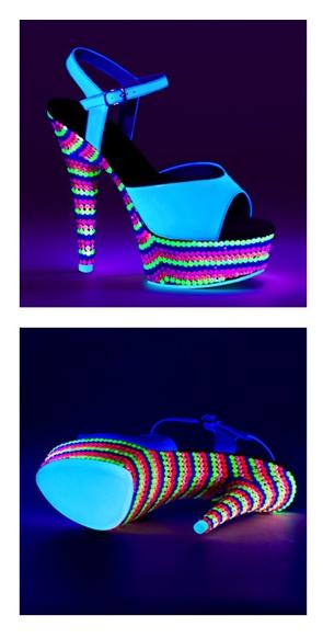 Turquoise sandalen met hak en gekleurde steentjes
