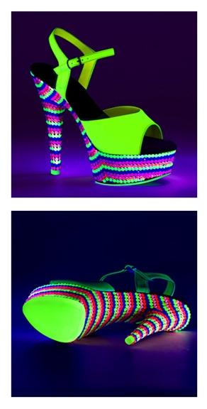 Neon groene sandalen met hak en gekleurde steentjes