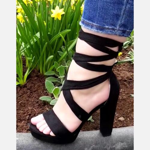Zwarte sandalen met lange veters en blokhakken Zwarte blokhakken met lange wikkelbanden