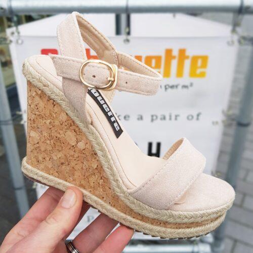 Nude sandalen met kurk sleehak in kleine maten Sleehakken in kleine schoenmaat.