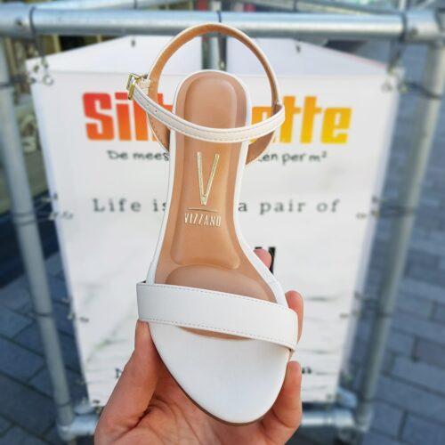 Off white sandalen met blokhak vizzano | Sandalen in roomwit met bredere hak