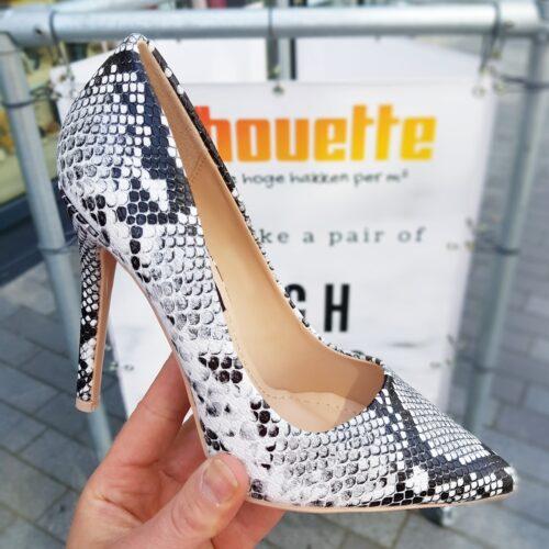 Zwart wit grijze pumps met slangenprint en hoge hak | Snake print pumps met naaldhak