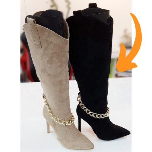 Zwarte laarzen met gouden ketting en naaldhak