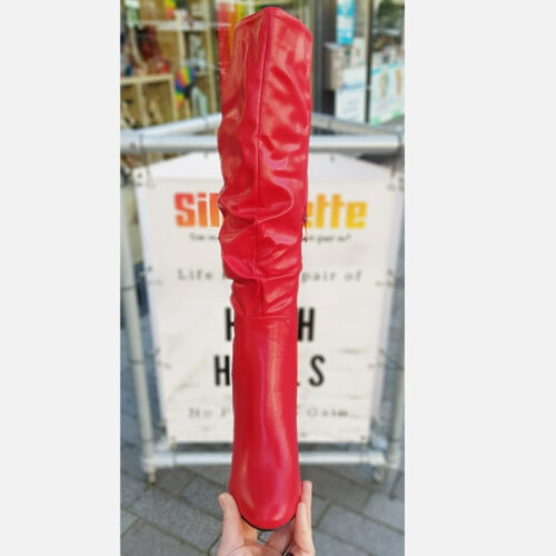 Rode knielaarzen met hak en ronde neus | Rode knielaarzen met geplooide schacht en brede hak